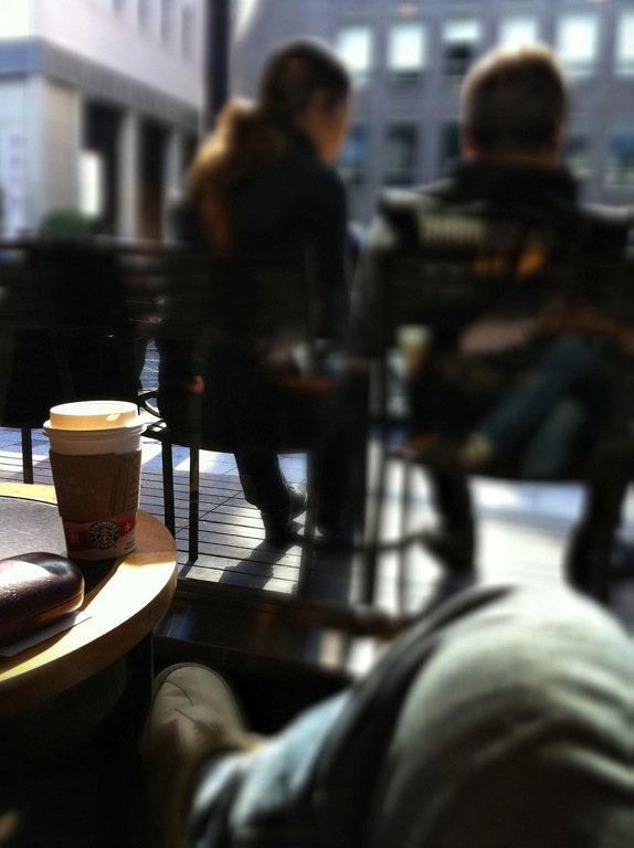 スターバックスコーヒー、一杯買うと一杯無料、プロモーション