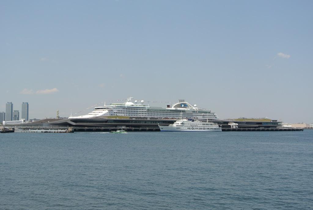 横浜、大桟橋ふ頭、ボイジャー・オブ・ザ・シーズ、クルーズ船の旅行
