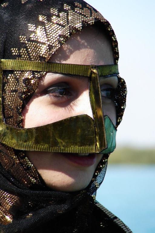 イスラム、スカーフ、ムスリム、ヒジャブ、女性。ファッション 最後に 最近の若者は民族衣装ではなく
