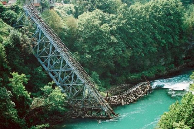 ボスニア・ヘルツェゴビナ紛争、世界文化遺産、橋、平和