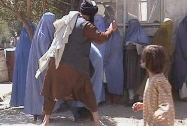イスラム、アフガニスタン女性、バチャ・ポッシ、自由、権限