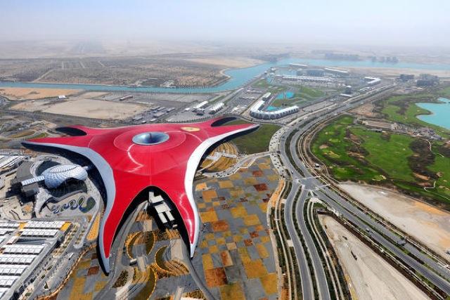 アラブ首長国連邦、エミレーツ航空、フェラーリ・ワールド・アブダビ、旅行