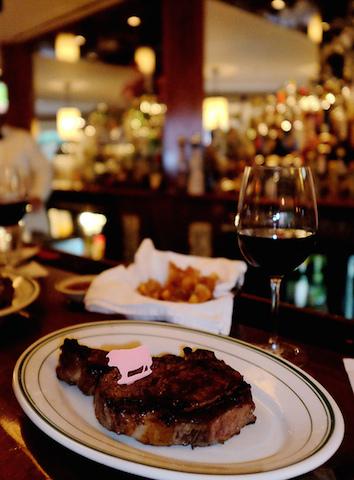 ハワイロコに人気、ブルメレストラン