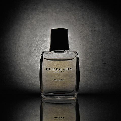 バーバリー、新しい香水、ケイトモス、カーラデルヴィーユ