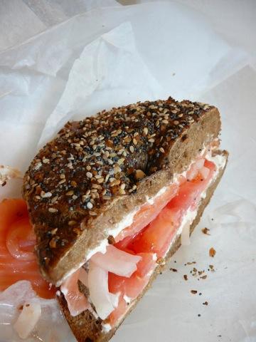 ニューヨーカーに人気、エッサ・ベーグル、東京大丸、米国定番の朝食