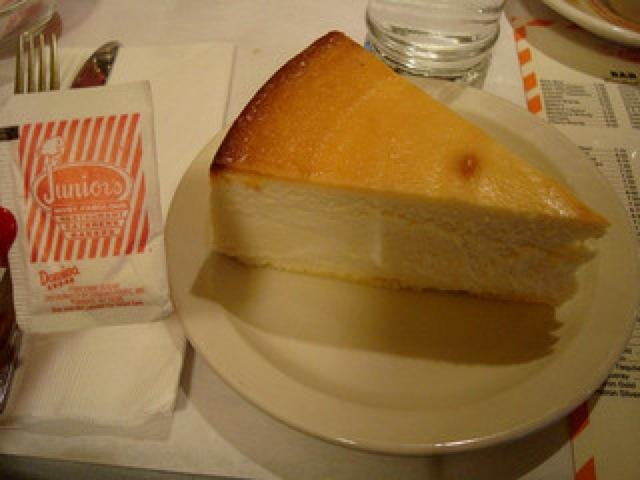 濃厚、クリーミー、元祖チーズケーキ、ジュニアーズ・ニューヨーク・デリ、大丸東京