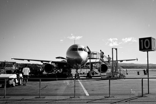 エアアジア、セブンイレブン、24時間、航空券が買える