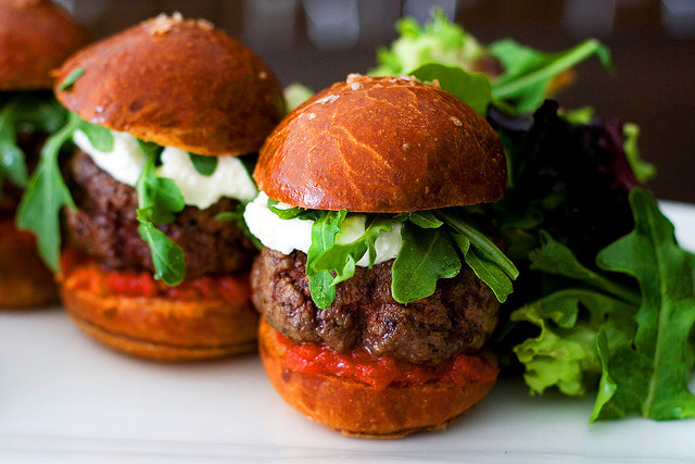 みんなが大好きハンバーガー、世界で愛される、ハンバーガーショップ、まとめ