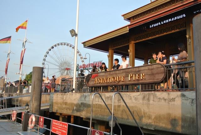 アジアンティーク・ザ・リバーフロント、多国籍料理、洒落たお土産、新しい施設