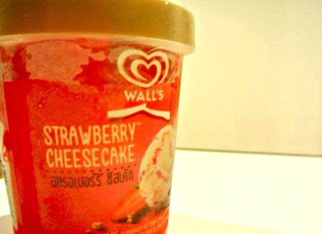 ウォールズ、アイスクリーム、ストロベリーチーズケーキ、コールドストーンズ