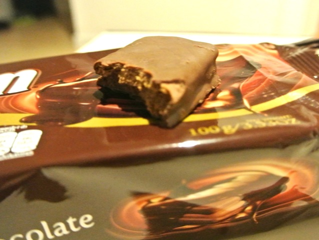 オーストラリア最大、チョコレートビスケット、ティムタム、7つの工場、世界40カ国で販売、国民的お菓子