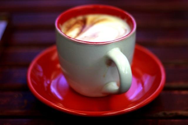 美食の国、イタリア、世界の朝食スタイル、カフェラッテ、チョコレートクリームヌテッラ
