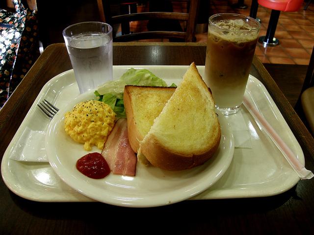 駅構内、ベックスコーヒーショップ、デイリー利用、長距離移動の休憩、カフェ