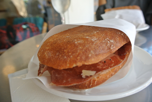 青山、ブレックファスト、パンとエスプレッソと、パンとコーヒー、最高に美味しいお店