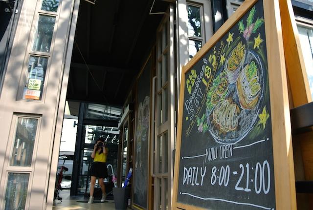 トンロー駅近く、フルストップカフェ、一人でも気軽に利用できる、お勧めのカフェ