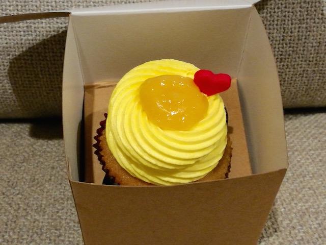 女子度100%、カップケーキ専門店、カップケーキ・ラブ、おもちゃ箱のような、可愛い内装