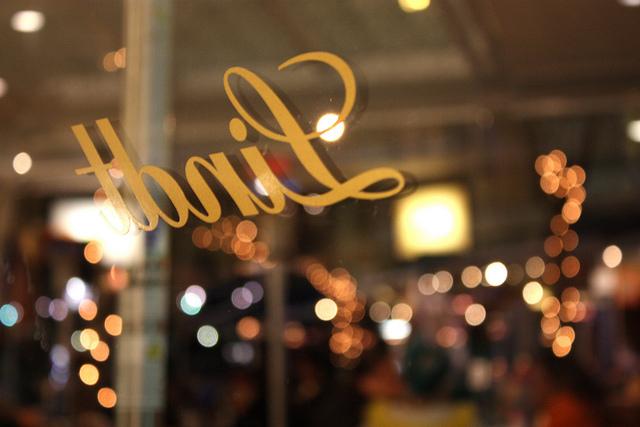 リンツショコラ、夏、大人のイベント、チョコレートセミナー、スイスワインとリンツチョコのテイスティング