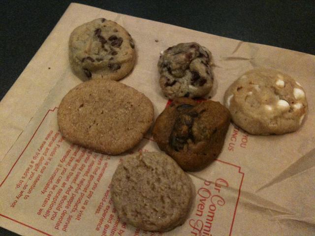 アメリカ発祥、クッキー専門店、ミセスフィールズ、可愛いクッキーボックス、ギフトに最適