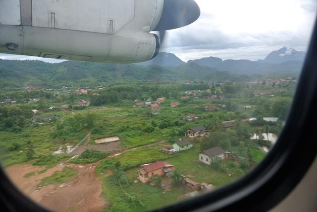 バンコクエアウェイズ、タイからラオス、旅、ATR-72-500、プロペラ機、絶叫体験