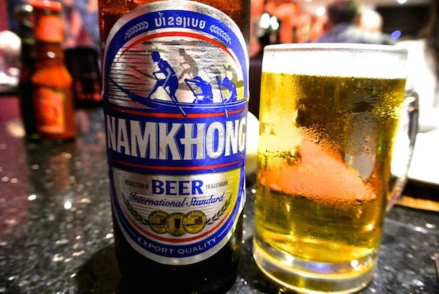 ビエンチャンはジャンクフードが充実、サイヨーグリルハウス、ビールとビーフハンバーガーを堪能