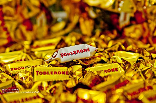 マッターホルン、三角パッケージ、免税店、定番、チョコレート、トブラローネ