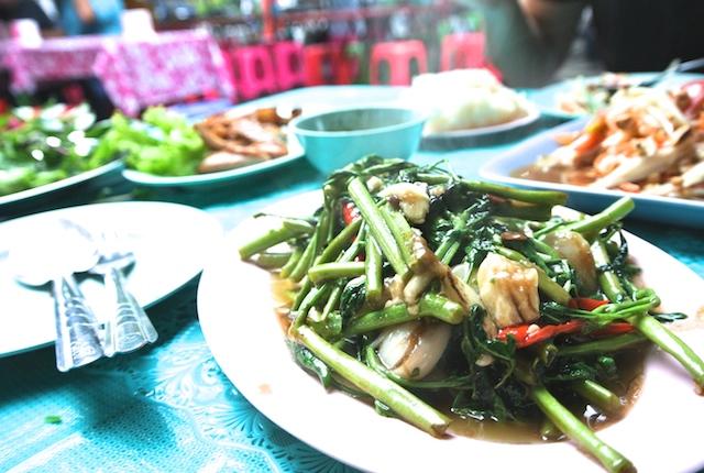 ジムジュム、タイ、イサーン料理、安くて美味しい、ルンピニ公園、バンコク