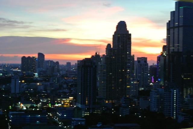 バンコク、チャオプラヤー川中心、近代都市計画、アイコンサアム、始まる
