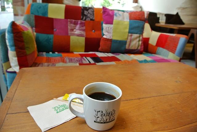 バンコク、24時間営業、カフェ、スィンク・タンク、コスパ高い、学生が集まる、図書館のよう