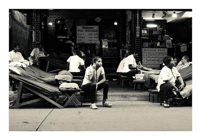 バンコク、タニヤ通り、悪質タイマッサージ店、高額チップ要求