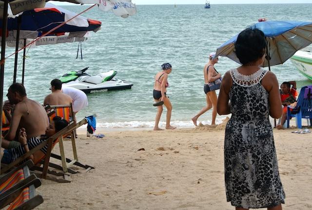 タイ、風俗、パタヤビーチ、外国人とロシア人