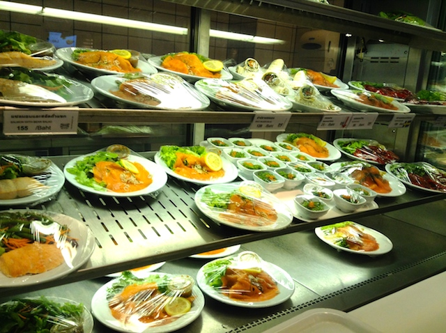 メガバンナー、イケアレストラン、タイ、北欧ランチ