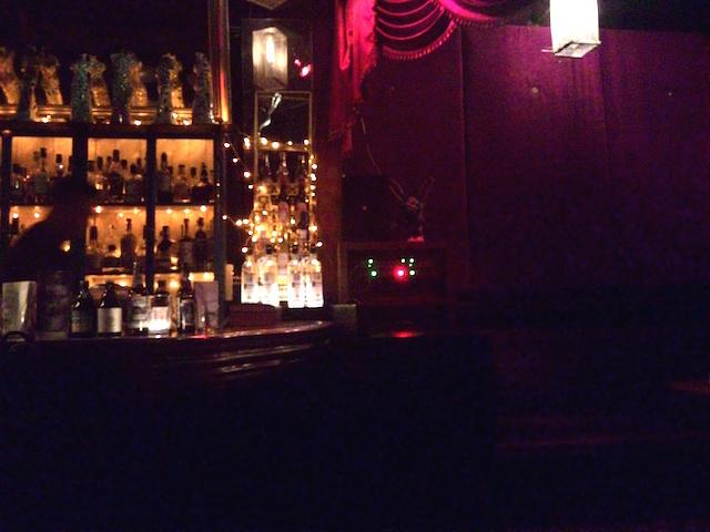 外国人オーナー、スワンプルー通り、カジュアルなカフェ、バー