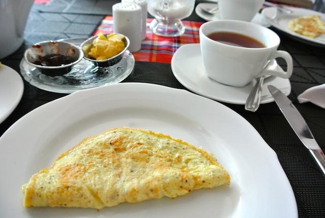 スリランカ、ブレックファースト、朝はミルクティーから始まる