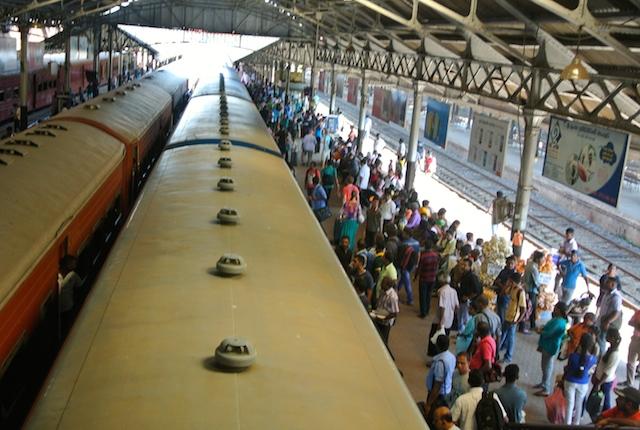 バスと列車を使ったローカルな旅、スリランカ、モデルプラン