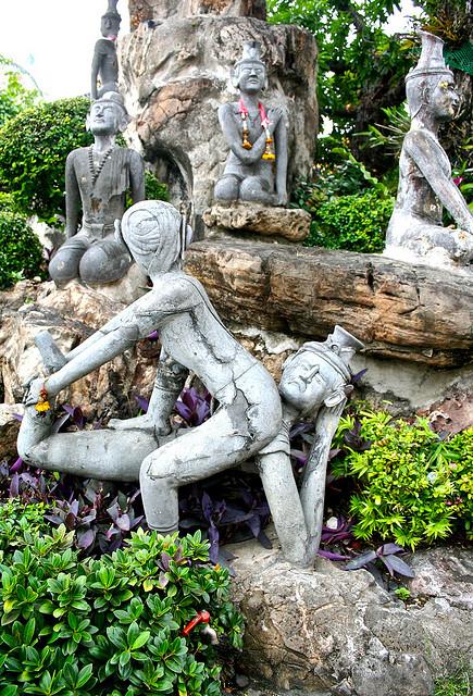 ルーシーダットン、タイ式ヨガ、タイマッサージ、タイ舞踊