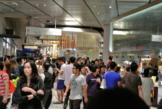 BTSプロンポン駅前、エンポリアム2、エムクオーテェ、予想以上に人気
