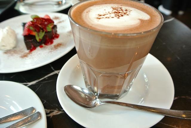 タイの有名アパレルブランド、グレイハウンド、プロデュース、お洒落カフェ