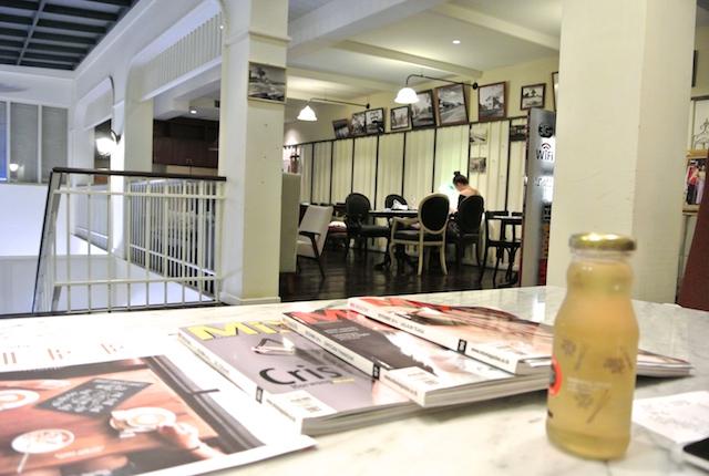 タイの大手通信会社、トゥルー、コーヒーショップ、フリーWiFi、充電可能、手頃なカフェ