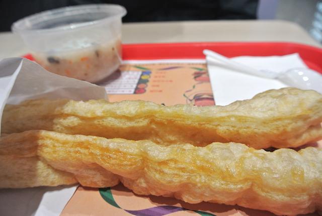 雲南省で必ずチェック、B級グルメ、安くて美味しい、町に沢山ある