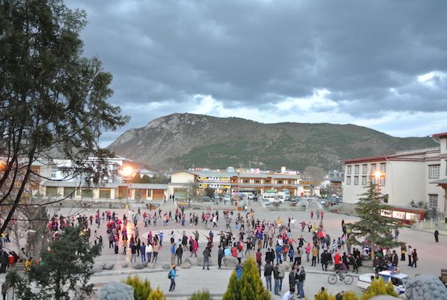 25の少数民族、雲南省、毎晩、ダンス、儚げ、情熱的