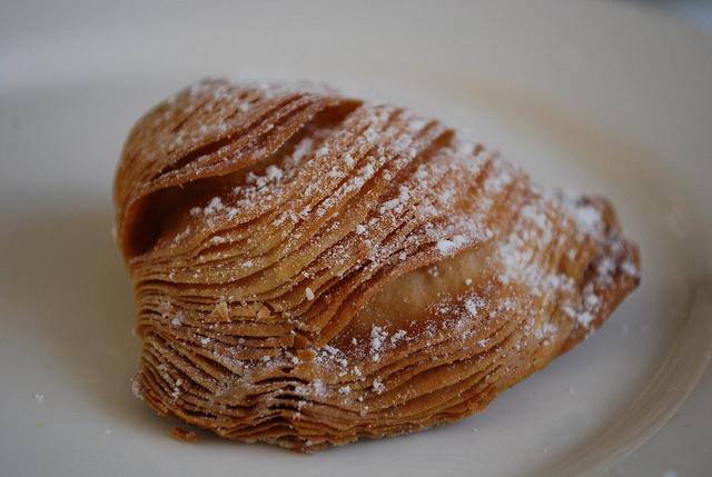 イタリア・アマルフィ生まれ、極上のスィーツ、スフォリアテッラ、極薄パイ、パリパリ食感が堪らない