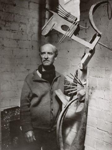 ピカソに鉄彫刻を教えた男、繊細でユーモア、スペインの彫刻家フリオ・ゴンサレス