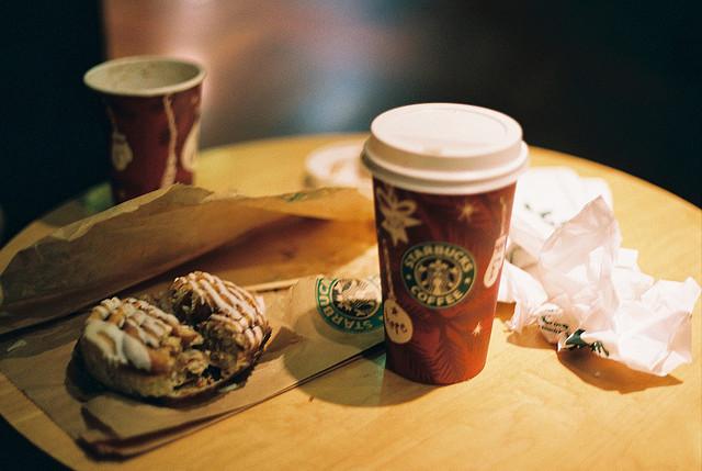 スターバックスコーヒー、今年最後、贅沢、冬のチョコレートドリンク、お勧めな5つのフードペアリング