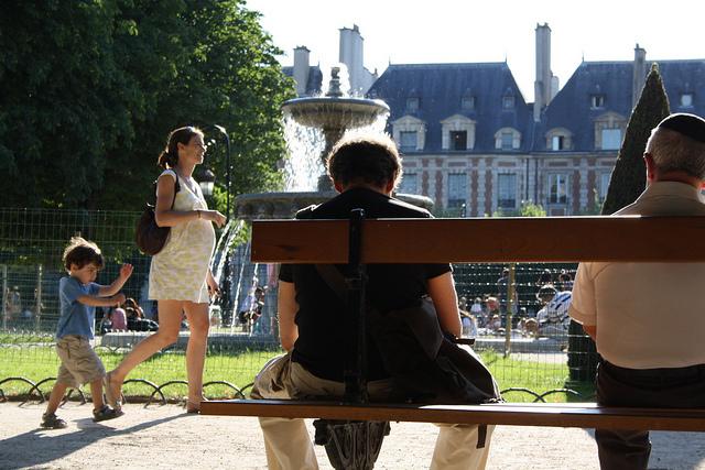 恋愛大国フランス、パリジェンヌ、ウエディングドレスや挙式に憧れない