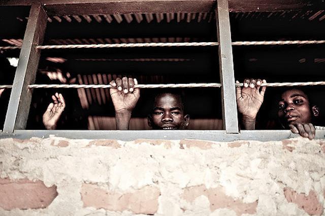 非人道的、消耗品、子ども兵たち、ウガンダの現在