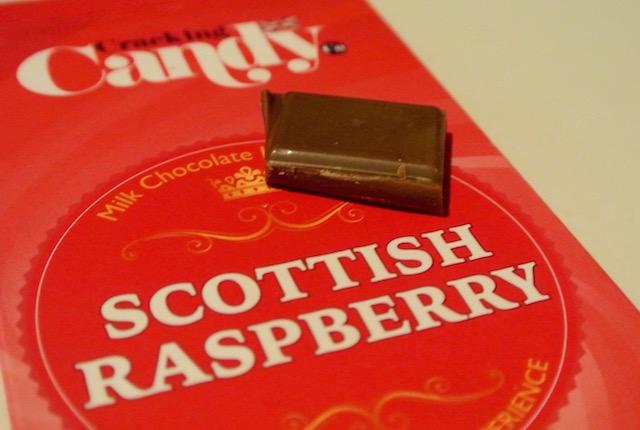 スコットランドで愛される、お菓子メーカー、クラッキングキャンデー、ラズベリーチョコレート