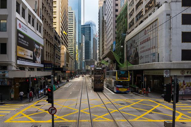 フランス人、今、香港が熱い、不景気、テロの影響