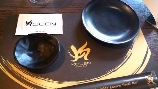 タイ人の若者、デート、洒落たレストラン、コウエン・スシバー、サイアムスクエアワン