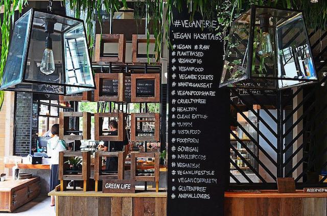 外国人、旅行者、バンコク、ヴィーガン、カフェ、ヴィーガネリー