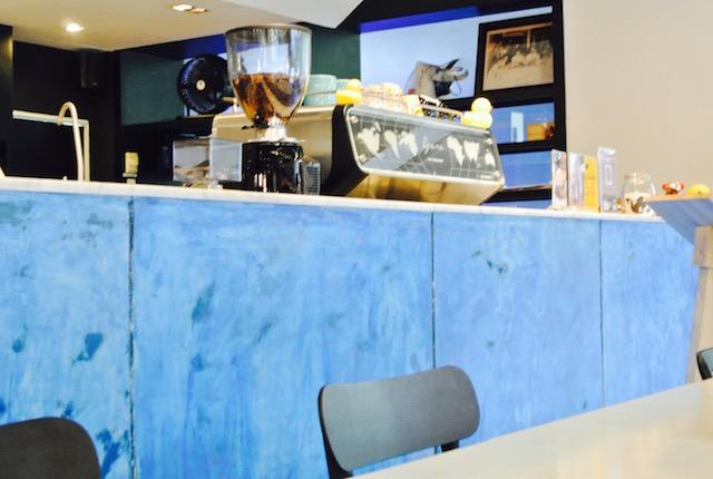 外国人、バックパッカー、集う、お洒落カフェ、チビチビatシーロム